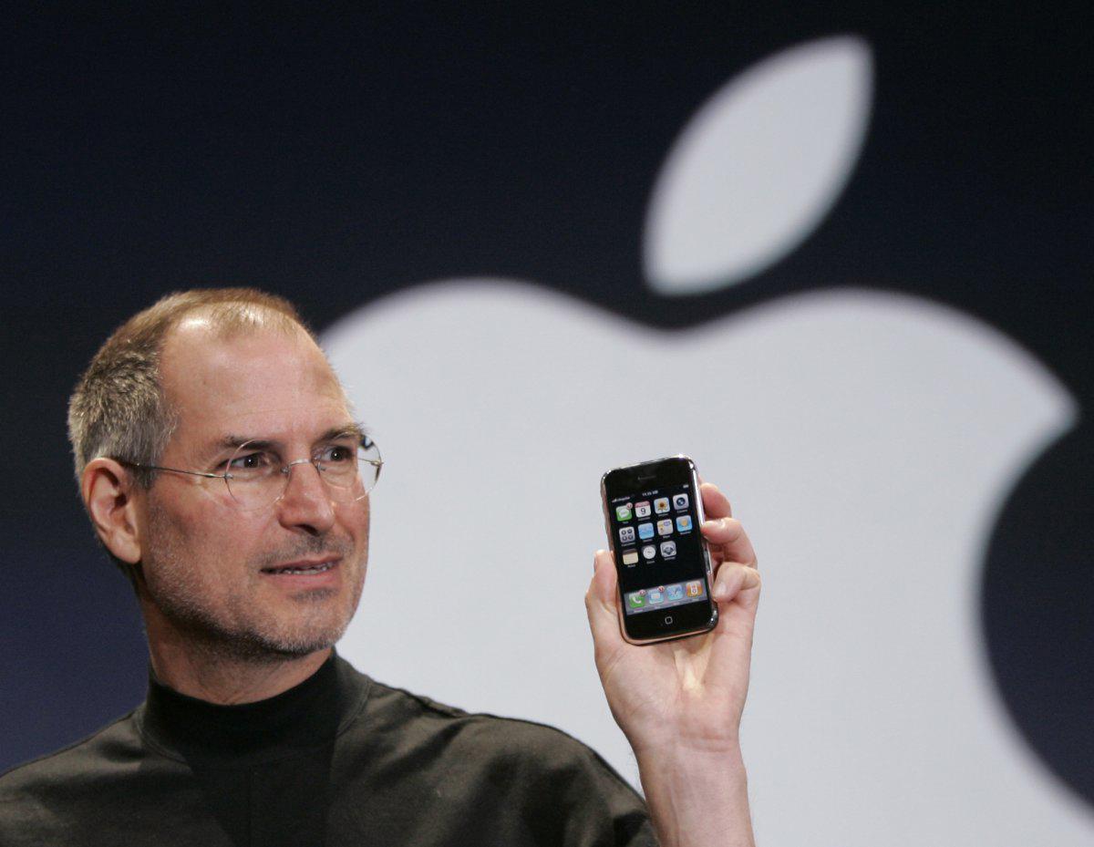 steve-jobs-old-iPhone-1H1